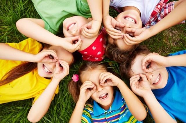Giữa cho trẻ tâm lý thoải mái, không gây áp lực sẽ giúp trẻ tăng chiều cao tối đa