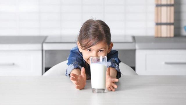 Sữa chứa nhiều chất dinh dưỡng tốt cho chiều cao