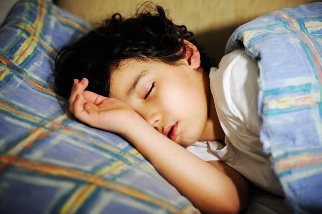 Ngủ đủ 8 tiếng mỗi ngày giúp trẻ 14 tuổi cao lớn khỏe mạnh