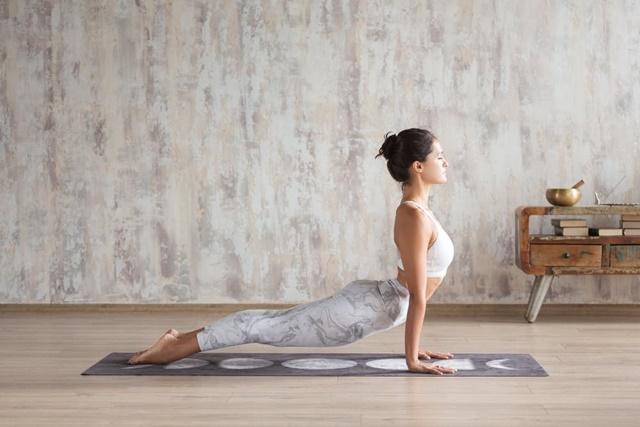 Tư thế yoga giúp căng giãn cơ và kéo dài xương