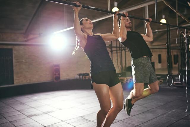 Đu xà đơn giúp kéo giãn cơ xương để tăng chiều cao hiệu quả