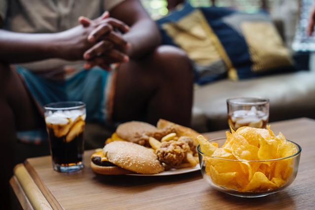 Hạn chế thói quen ăn uống thiếu lành mạnh ảnh hưởng đến quá trình tăng trưởng
