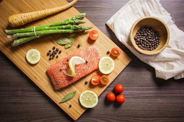 Dinh dưỡng hợp lý giúp bạn duy trì được sự chắc khỏe của khung xương
