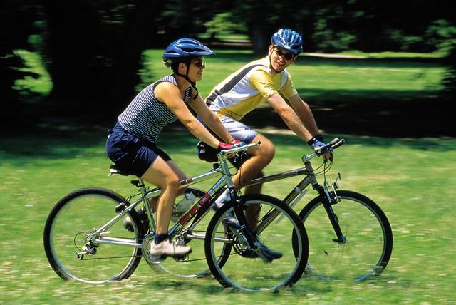 Đạp xe mỗi ngày giúp cơ thể khỏe mạnh và tăng cường sức mạnh cho chân