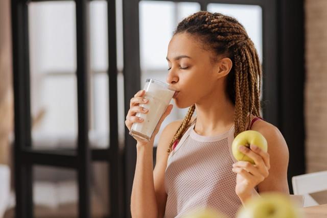 Sữa không còn là sản phẩm tối ưu chiều cao ở tuổi 24 nên cần cân nhắc khi uống