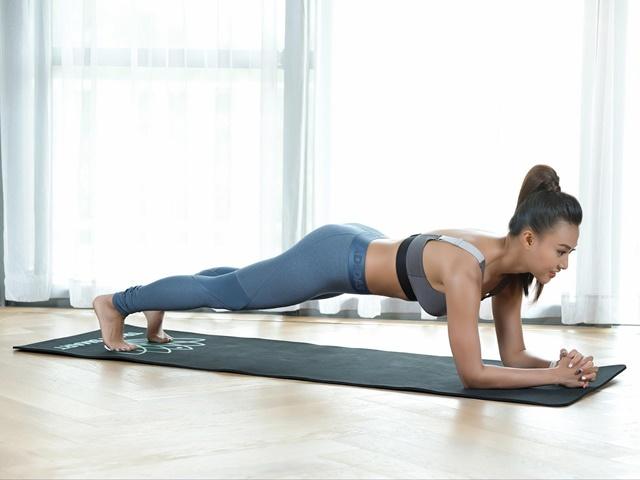 Bài tập plank nhìn đơn giản nhưng đòi hỏi sức bền tốt